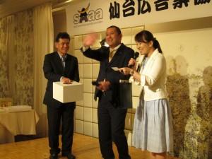 広川理事長による厳選なる抽選会