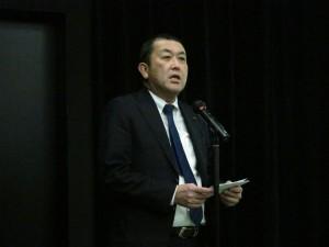 研修会に先立ち、挨拶する広川理事長