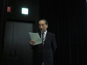 司会・進行を務めた 森垣事務局長